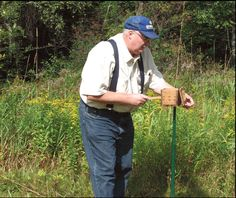 """Bee Lining: The Oldtimers' Way to Find Wild Beehives -THIS IS SOOOO INTERESTING!...... and a real """"Art"""" I'm sure."""