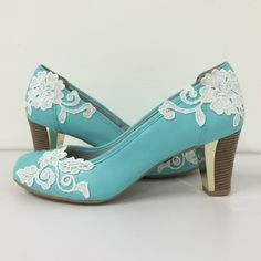 Wedding shoes ♥ Bride shoes ♥ Sapato de noiva ♥ #lapupa #bride #weddingshoes #shoes #handmade #handpainted #bride #vestidodenoiva #art #artshoes #brideshoes #weddingshoes #noiva #sapatodenoiva #wedding #inspiration #design #designshoes #bridal #bridalshoes #casamento #sapatos #sapato #pic #fotografia #photografy #savethedate www.lapupa.com.br