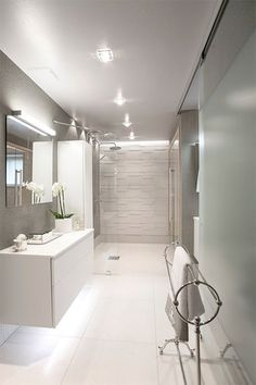 Modern luxury bathroom by Milla Alftan Modern Luxury Bathroom, House Bathroom, Classic Bathroom, Master Bathroom Design, Rustic Bathroom Shelves, Master Bathroom Renovation, Modern Bathroom, Bathroom Renovations, Bathroom Design