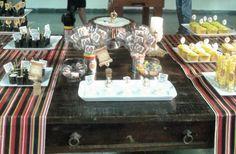 Mesa do bolo — Brasão Família Palombo — Decoração intimista Sandra e Tainah Dias Decoração