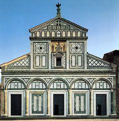 Basilica di San Minaito al Monte, a Firenze. La costruzione della Basilica fu avviata nei primi anni del IX secolo. La facciata è tripartita e la struttura, esmpio di romanico fiorentino, è concepita con regolarità e proporzione.