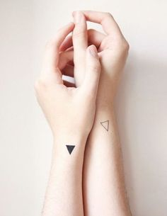Geometric Infatuation: The Rise of Minimalistic Tattos