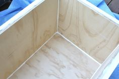 Learn how to make a rolling DIY outdoor storage box / bench for your patio or deck with this step by step tutorial. It is designed to be made from one sheet of plywood. Use it as extra seating and fill it with your patio cushions. Outside Storage Bench, Patio Storage, Diy Storage Bench, Kayak Storage, Outdoor Storage, Plywood Storage, Storage Chest, Sisal, Diy Pallet Furniture
