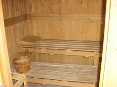 Many people think of a sauna as a luxury that can only be enjoyed at an upscale resort or a health club. However, with the right tools and materials, building a home outside sauna in your backyard is relatively easy. Sauna Steam Room, Sauna Room, Design Sauna, Outdoor Sauna, Health Heal, Mountain Living, Building A House, Outdoor Living, The Outsiders