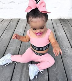 Je suis clairement ta plus grande fan 📸 une paparazzi 😂. outfit for kids and women Little Kid Fashion, Cute Little Girls Outfits, Cute Kids Fashion, Toddler Girl Outfits, Baby Girl Fashion, Womens Fashion, Cute Mixed Babies, Cute Black Babies, Cute Little Baby
