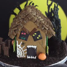Recipe of the Day: Haunted Gingerbread House Start gingerbread season a little early this year with a spooky display for Halloween. Make gumball pumpkins, chocolate tombstones and a scary (but candy-sweet!) monster hiding inside the house. Halloween Desserts, Dulces Halloween, Postres Halloween, Halloween Goodies, Halloween Food For Party, Spooky Halloween, Holidays Halloween, Halloween Treats, Halloween Decorations