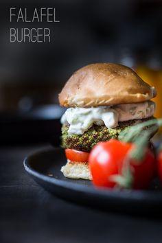Falafel Burger mit Tzatziki- Veganer glutenfreie Burger, die gesund und sättigend ist!