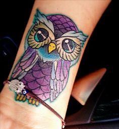 Idées de tatouages pour le poignet : un hibou