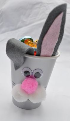 osterdeko basteln kindern papierbecher hase eier filz ohren autour du tissu déco enfant paques bébé déco mariage diy et crochet Easter Activities, Easter Crafts For Kids, Diy For Kids, Easter Ideas, Diy Home Crafts, Holiday Crafts, Christmas Diy, Diy Ostern, Easter Bunny