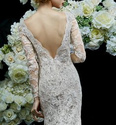 Annasul Y 2017 Bridal Collection - A romantic mermaid wedding dress with a seductive V-back! Annasul Y 2017新娘禮服系列 - 這款浪漫風格的魚尾婚紗配上了性感迷人的V領口設計,優雅迷人。
