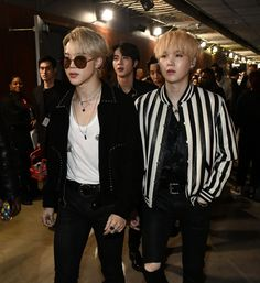 """these backstage pics of yoongi and jimin have the exact same energy"" Bts Jimin, Bts Bangtan Boy, Bts Boys, Yoongi Bts, Foto Bts, Bts Photo, K Pop, Staples Center, Btob"