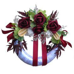 Kegyeleti koszorú fehér-bordó - Szárazvirág díszek webáruháza 4th Of July Wreath, Wreaths, Home Decor, Decoration Home, Room Decor, Bouquet, Interior Decorating, Floral Arrangements