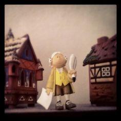 Il Deutsche Institüt mi invia il piccolo #Goethe prodotto dalla #Playmobil. Io l'ho messo fra due casine comprate in #Tirolo. Vi piace?
