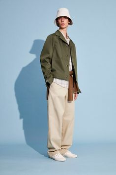 The complete Joseph Spring 2020 Menswear fashion show now on Vogue Runway. Vogue Paris, Shearling Jacket, Leather Jacket, Fashion Show, Mens Fashion, Fashion Design, Fashion Styles, Joseph Fashion, Twill Shirt