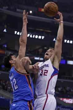 Los Angeles Clippers forward Blake Griffin, right, shoots over Oklahoma City Thunder center Steven Adams, right, of New Zealand in the first half of their NBA basketball game Wednesday, Nov. 13, 2013, in Los Angeles. (AP Photo/Alex Gallardo)