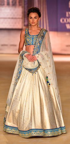 A model displays a gorgeous designer lehenga at one of the FDCI ICW events. (Image Source: Pinterest)
