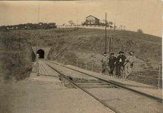 Antiga postal de Montcada anys 1900. Via del tren de la línia Vic, al fons: Vista Rica http://3.bp.blogspot.com/_3V_XZoibuZI/SYB4QaBziFI/AAAAAAAAAak/J7vCxQUphgA/S1600-R/via+vic+anys+1900+tunnel.BMP