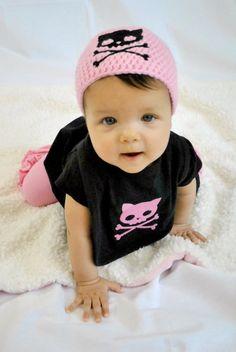 Kitty calavera bebé Gift Set  regalos bebé  por TheCrochetCauldron