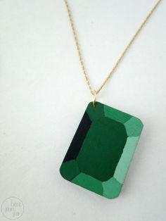 Tutorial de cómo mezclar colores y guía de como pintar una pieza de madera para que parezca una gema >> DIY Wooden Gems by fabricpaperglue, via Flickr