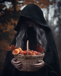 Find images and videos about black, nature and autumn on We Heart It - the app to get lost in what you love. Halloween Photography, Fantasy Photography, Creative Photography, Horror Photography, Fete Halloween, Halloween Photos, Halloween Costumes, Autumn Aesthetic, Witch Aesthetic
