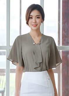 Pearl Brooch Angel Sleeve Blouse Romantic & Trendy Looks, Styleonme Mode Outfits, Skirt Outfits, Blouse Styles, Blouse Designs, Korean Blouse, Blouse And Skirt, Elegant Outfit, Chiffon Tops, Blouses For Women