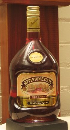 Appleton Estate Jamaica Rum Reserve - J. Wray and Nephew Ltd. Rum Alcohol, Alcohol Bottles, Caribbean Food, Caribbean Recipes, Tequila, Vodka, Appleton Rum, Appleton Estate, Copper Pot Still