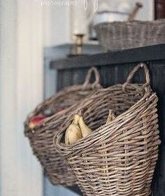 Loves this... baskets... decorative and practical at the same time. I think baskets might be my decorating weakness!!
