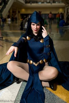 Character: Raven / From: DC Comics 'Teen Titans' / Cosplayer: Gillian Owen (aka GillyKins) / Event: MegaCon 2013 Cosplay Dc, Raven Cosplay, Best Cosplay, Cosplay Girls, Cosplay Costumes, Cosplay 2016, Batman Christian Bale, Batman Begins, Cosplay Tutorial