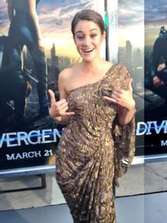 #Shailene arrives on the #DivergentPremiere Black Carpet