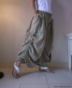 Love Me Not II Steampunk Beige Double por beyondclothing Sewing Pants, Sewing Clothes, Skirt Pants, Harem Pants, Convertible Clothing, Skirt Fashion, Fashion Outfits, Samurai Pants, Pants For Women