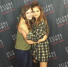 Selena Gomez Tour, Selena Gomez With Fans, Marie Gomez, Plaid Dress, Singer, Actors, Mom, Queen, Beauty