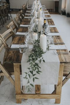 18 Rustic Greenery Wedding Table Decorations You Will Love! 18 Rustic Greenery Wedding Table Decorations You Will Love! Table Decoration Wedding, Rehearsal Dinner Decorations, Summer Table Decorations, Rustic Wedding Table Decorations, Wedding Table Garland, Homemade Wedding Decorations, Bridal Table, Rehearsal Dinners, Deco Floral