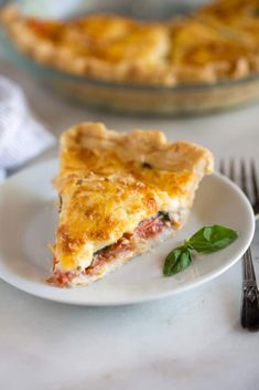 Tomato Recipes A savory summertime Tomato Pie made by layering tomatoes slices, basil onion and a cheese spread into a pie crust and baking it until golden and bubbly. Vegetable Pie, Vegetable Dishes, Tomato Dishes, Veggie Recipes, Vegetarian Recipes, Cooking Recipes, Healthy Recipes, Quiche, Tomato Pie