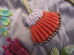 Cardo. Detalle. Bordado a mano por Carolina Gana. Taller de Bordado Rococó. Santiago de Chile. CGP©2010