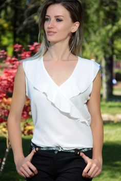 Swans Style is the top online fashion store for women. Frock Fashion, Fashion Sewing, Fashion Dresses, Dress Sewing Patterns, Clothing Patterns, New Blouse Designs, Fashion 2020, Blouses For Women, Chiffon