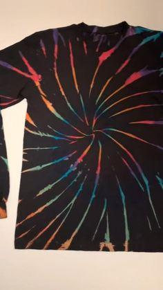 Tie Dye Crafts, Fun Diy Crafts, Diy Arts And Crafts, Crafts To Make, Diy Tie Dye Shirts, Diy Shirt, Diy Old Tshirts, Tie Die Shirts, Diy Tie Dye Designs