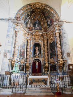 Iglesia de San Juan del Mercado. Retablo Mayor de estilo barroco y con pinturas de Alonso del Arco.