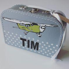 Koffertje Tim nav #geboortekaartje #kraamkado #kraamkcadeau #kinderkoffertje #kinderkoffertjes #kadometnaam #koffertjemetnaam van www.bepenco.com