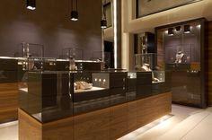 Leo pizzo 米 兰 精 品 店 jewelry store design, jewelry store displays, jewelry s Jewelry Store Displays, Jewellery Shop Design, Jewellery Showroom, Jewellery Display, Jewelry Shop, Jewelry Stores, Boutique Interior, Visual Merchandising, Store Interiors