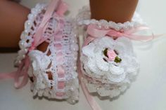 Ribbon & Roses Baby Booties free crochet pattern