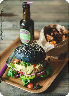 Krabbenburger mit Erdbeer-Spargel-Salsa Crab burger with strawberry and asparagus salsa Crab Burger, Burger Co, Beer Recipes, Dog Recipes, Cooking Recipes, Beste Burger, Pub Food, Le Diner, Le Chef