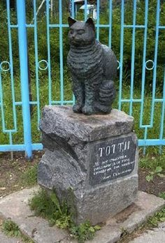In Ozero Roshino, Russia, where she spent her summers, stands a monument to Södergran's favorite cat Totti.