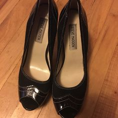 Steve Madden heels Excellent condition! Hardly worn very cute style! Steve Madden Shoes Heels