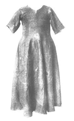 Herjolfsnes nr. 39. Woman's dress, 2/2 twill, late 14th-early15th century