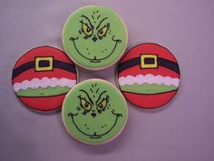 christmas cookies cutouts Weihnachtspltzchen I saw a coffee mug with a Grinch face, and thought it would make a fun cookie. And I couldnt resist doing some Grinch Santa bellies to go along with the faces! Grinch Christmas Party, Cute Christmas Cookies, Iced Cookies, Christmas Sweets, Cute Cookies, Christmas Goodies, Holiday Cookies, Cupcake Cookies, Christmas Baking