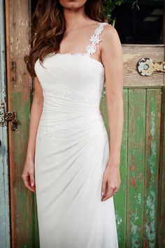 chiffon | straps | slim a line | wedding dress | bridal gown | destination | Amanda Wyatt | Rochelle is a deep ivory chiffon gown with a guipure lace creating the shoulder straps and also used on the bodice to accentuate the waistband and under the bust.