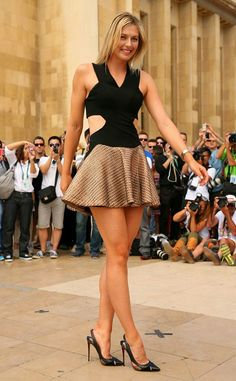 Maria Sharapova Looks Like a Giant in the Incredible Shrinking Dress—See the Pic! on Fashion Police - Celebrity Fashion Trends Great Legs, Beautiful Legs, Gorgeous Lady, Beautiful Women, Women Legs, Sexy Women, Sexiest Women, Maria Sharapova Hot, Sharapova Tennis