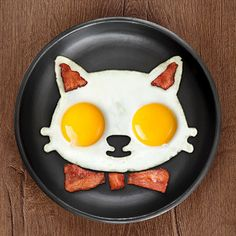 A mold that forms your eggs into a cat head!