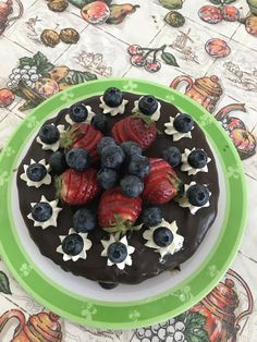 Csoki torta sok gyümölccsel