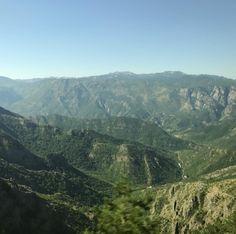 国境ふたつ越えて弾丸日帰りでモンテネグロに行ってきました黒山というだけあってすごい山に囲まれてます #mountain #montenegro #travelgram #travel